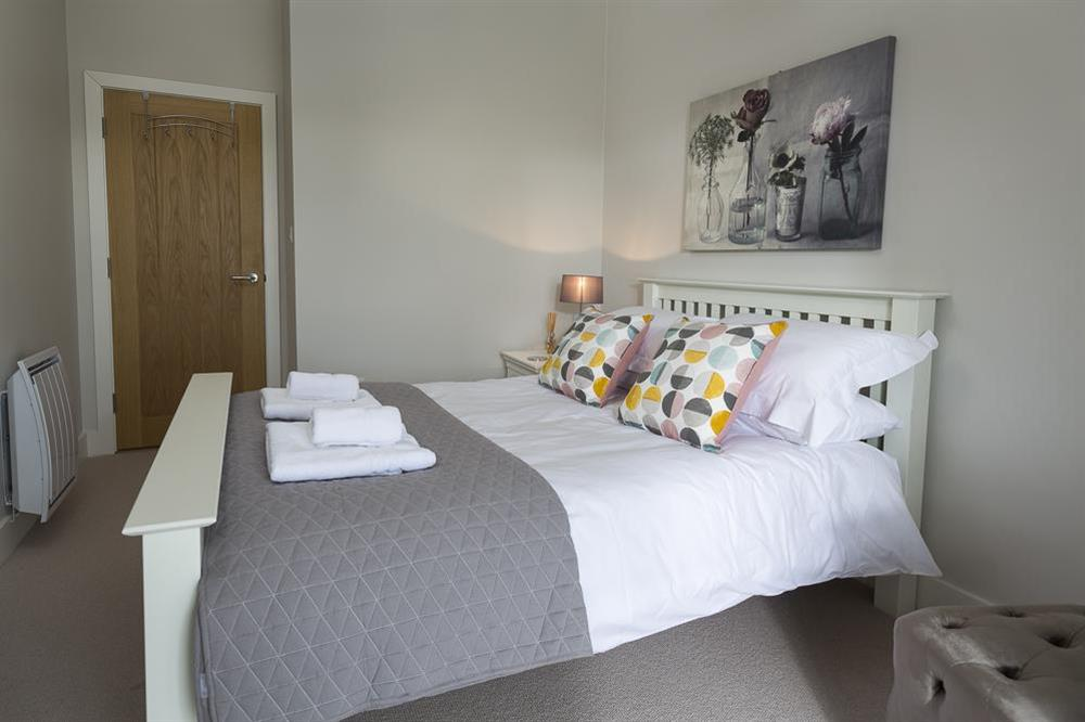 Lovely double bedroom with King-size bed at 1 The Manor House, Hillfield Village in , Hillfield, Dartmouth