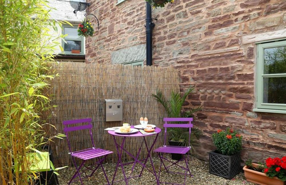 Outdoor seating at 1 West Cottage, Forest of Dean, Gloucestershire