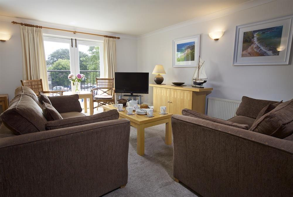 Cosy living area with seating for four at 10 Dartmouth House in Mayors Avenue, Dartmouth