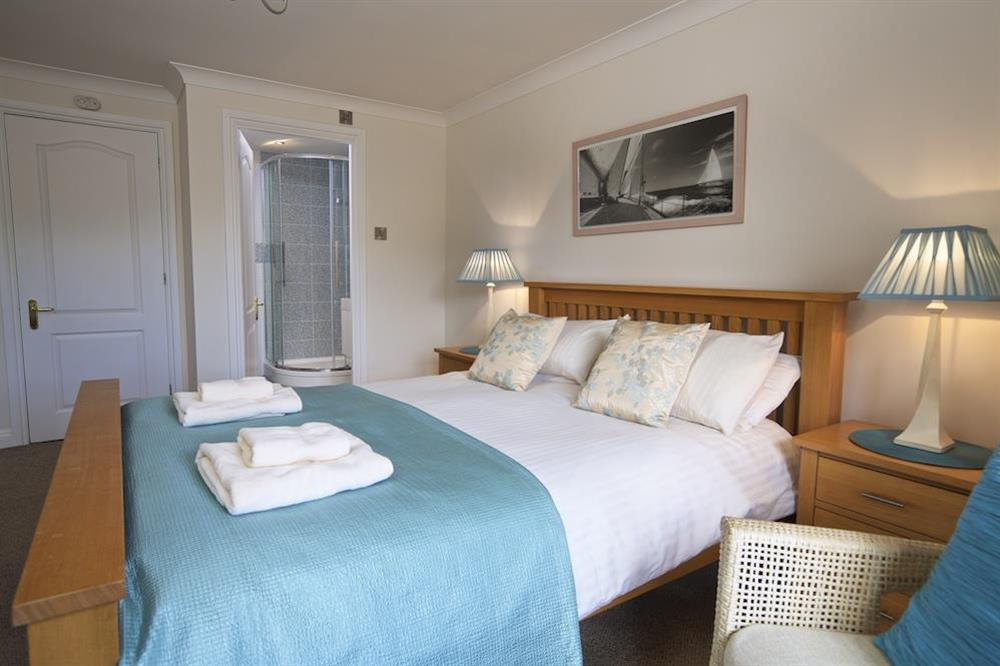 Master bedroom with King-size bed and en suite bathroom at 10 Dartmouth House in Mayors Avenue, Dartmouth