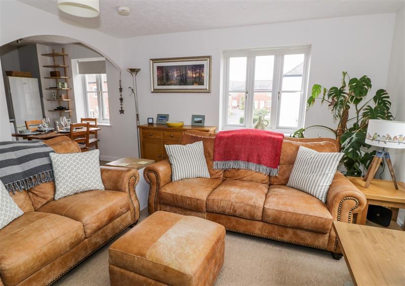 Enjoy the living room at 105 Longfellow Road, Stratford-Upon-Avon