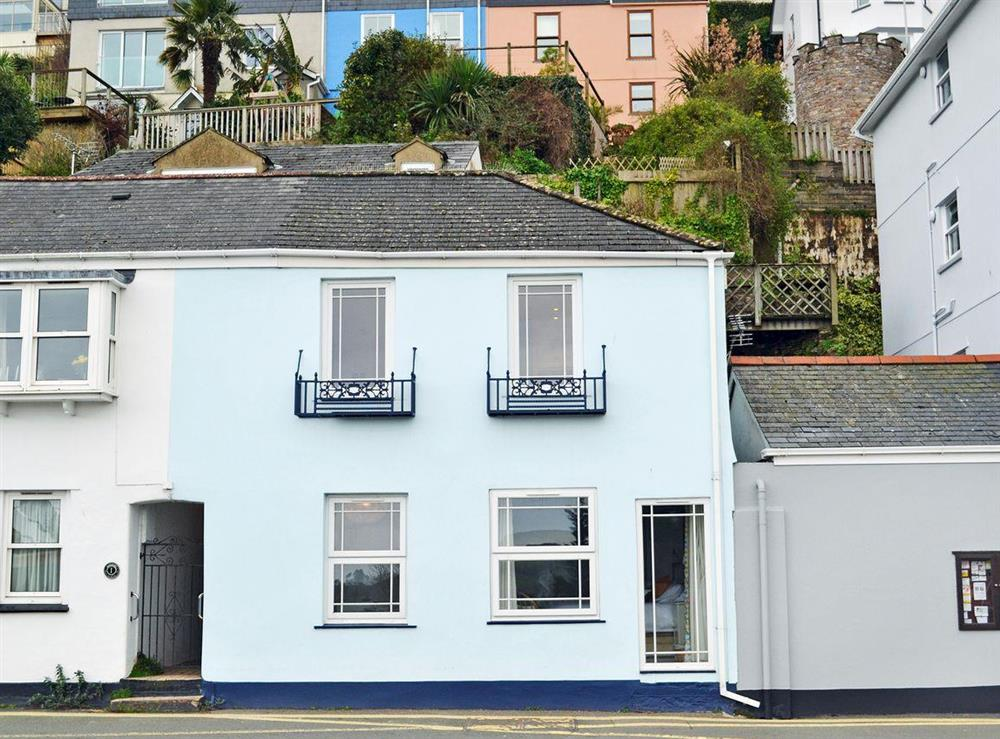 Delightful apartment at 2 College View Lower Apartment in Kingswear, Devon
