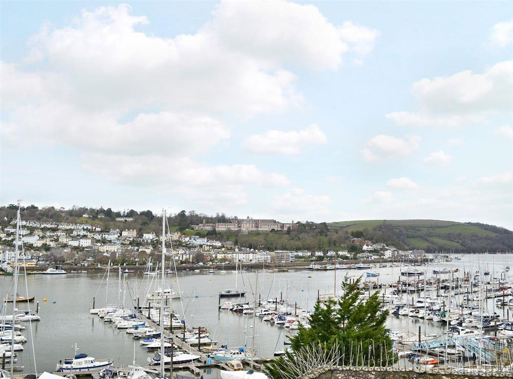 Superb marina views at 2 College View Lower Apartment in Kingswear, Devon