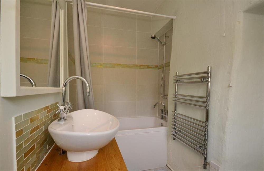 Another view of the bathroom at 2 Vale Cottage, Slapton
