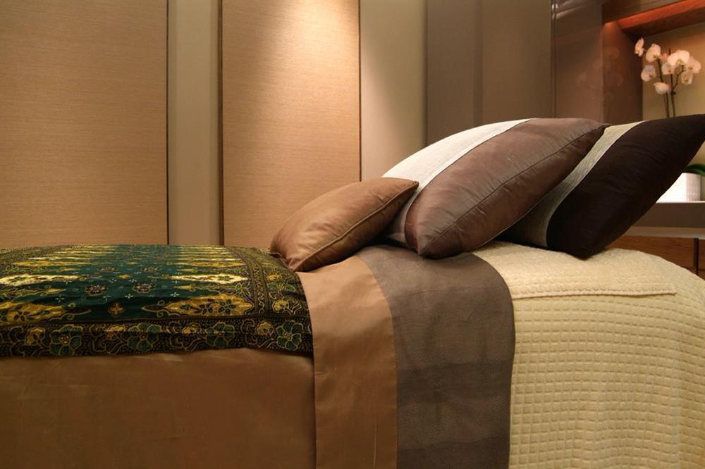 Dart Marina spa treatment bed at 21 Dart Marina in Sandquay Road, Dartmouth