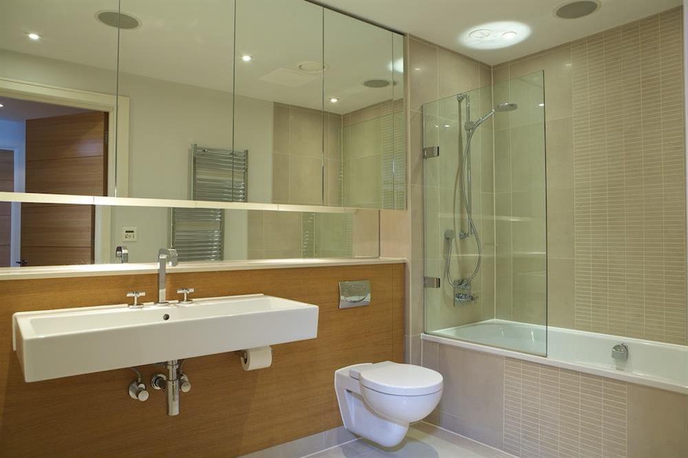 Family bathroom with Kaldewei bath at 21 Dart Marina in Sandquay Road, Dartmouth