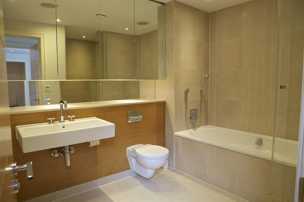 Master bedroom en suite with Kaldewei bath at 21 Dart Marina in Sandquay Road, Dartmouth