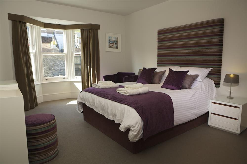 Master bedroom with King-size bed (photo 2) at 21 Dart Marina in Sandquay Road, Dartmouth