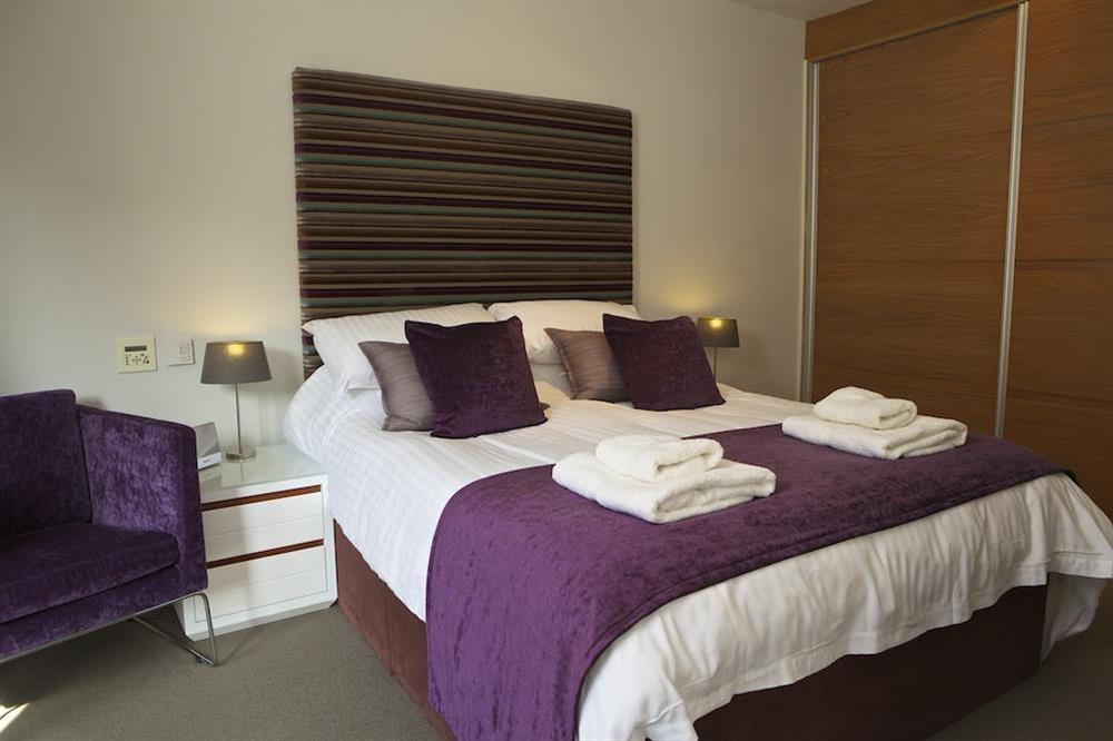Master bedroom with King-size bed at 21 Dart Marina in Sandquay Road, Dartmouth
