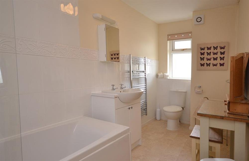 Another view of the family bathroom at 2A Mayflower Court, Dartmouth