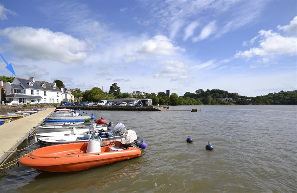 3 River View boasts a superb waterside location in the village of Stoke Gabriel at 3 River View, Stoke Gabriel
