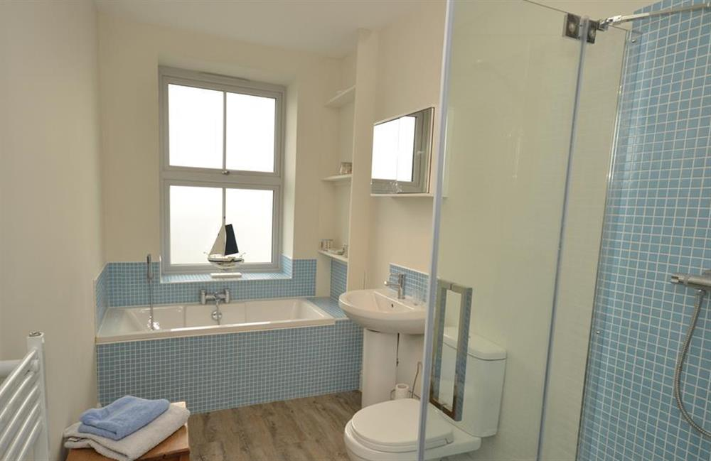 The family bath and shower room at 3 River View, Stoke Gabriel