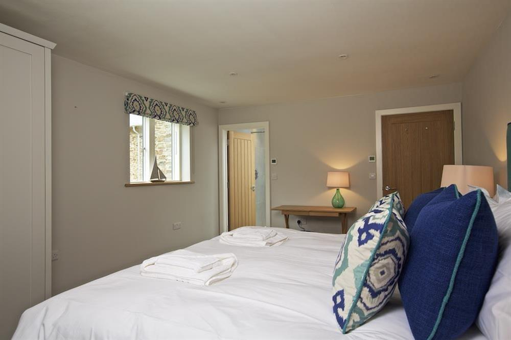 En suite double room with a super-King size (zip and link) bed (photo 2) at 3 The Drive in , Hillfield, Dartmouth