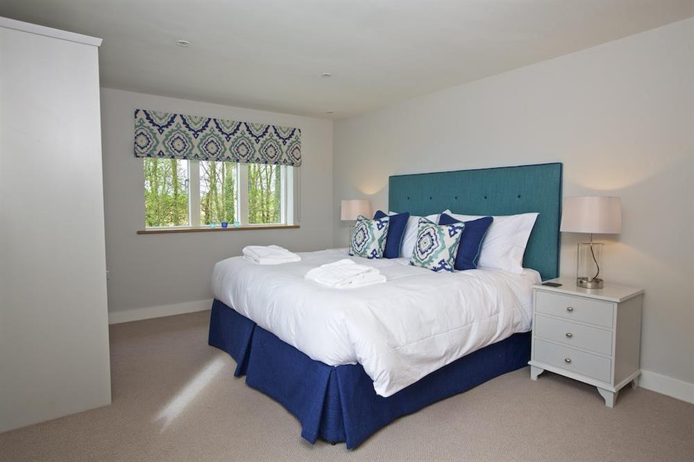 En suite double room with a super-King size (zip and link) bed (photo 3) at 3 The Drive in , Hillfield, Dartmouth