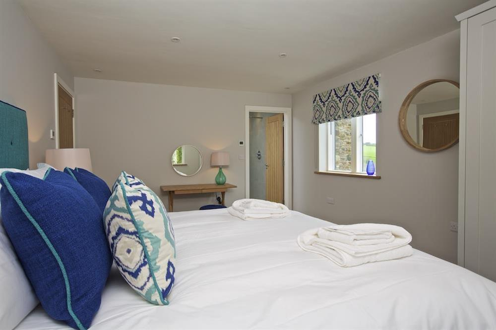 En suite double room with a super-King size (zip and link) bed (photo 5) at 3 The Drive in , Hillfield, Dartmouth