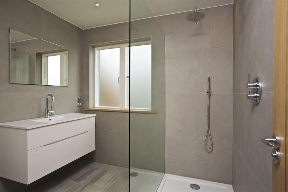 Immaculately presented en suite with large walk-in shower at 3 The Drive in , Hillfield, Dartmouth