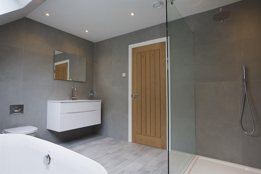 Second floor family bathroom with freestanding bath (photo 2) at 3 The Drive in , Hillfield, Dartmouth