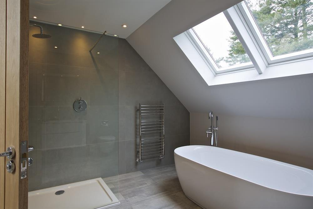 Second floor family bathroom with freestanding bath (photo 3) at 3 The Drive in , Hillfield, Dartmouth