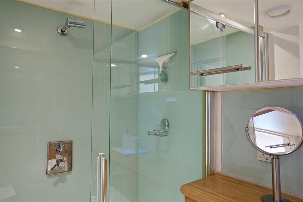 En suite with shower cubicle (photo 2) at 3 The Pottery in , Dartmouth