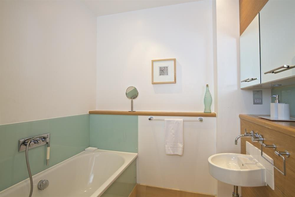 Family bathroom (photo 2) at 3 The Pottery in , Dartmouth