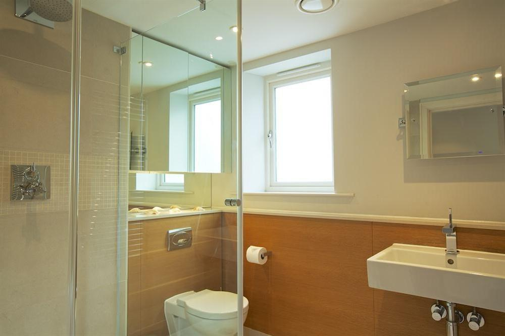Master en suite bathroom at 35 Dart Marina in Sandquay Road, Dartmouth