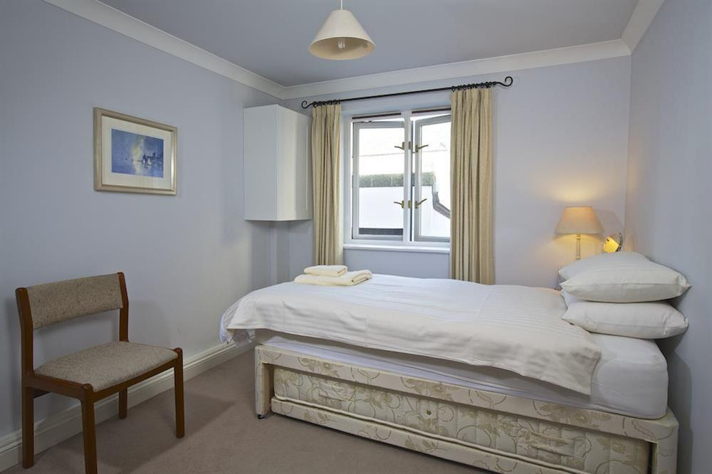 Single room with additonal pull out bed at 4 Dartmouth House in , Dartmouth