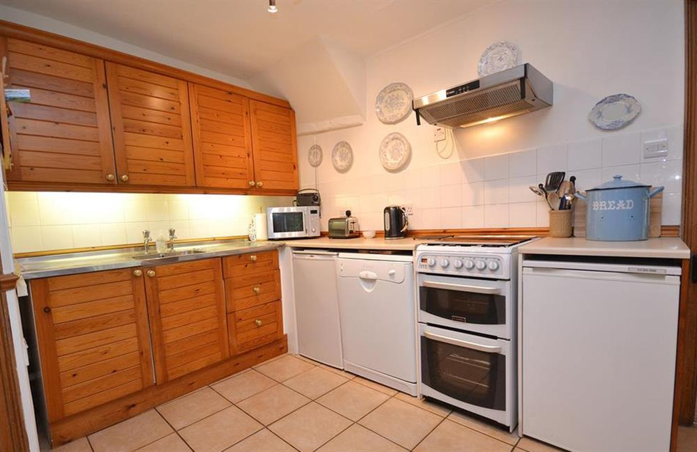 The well equipped kitchen at 4 Kings Quay, Dartmouth