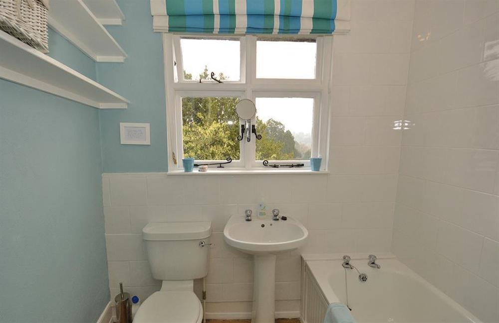 The bathroom at 4 Ramparts Walk, Totnes