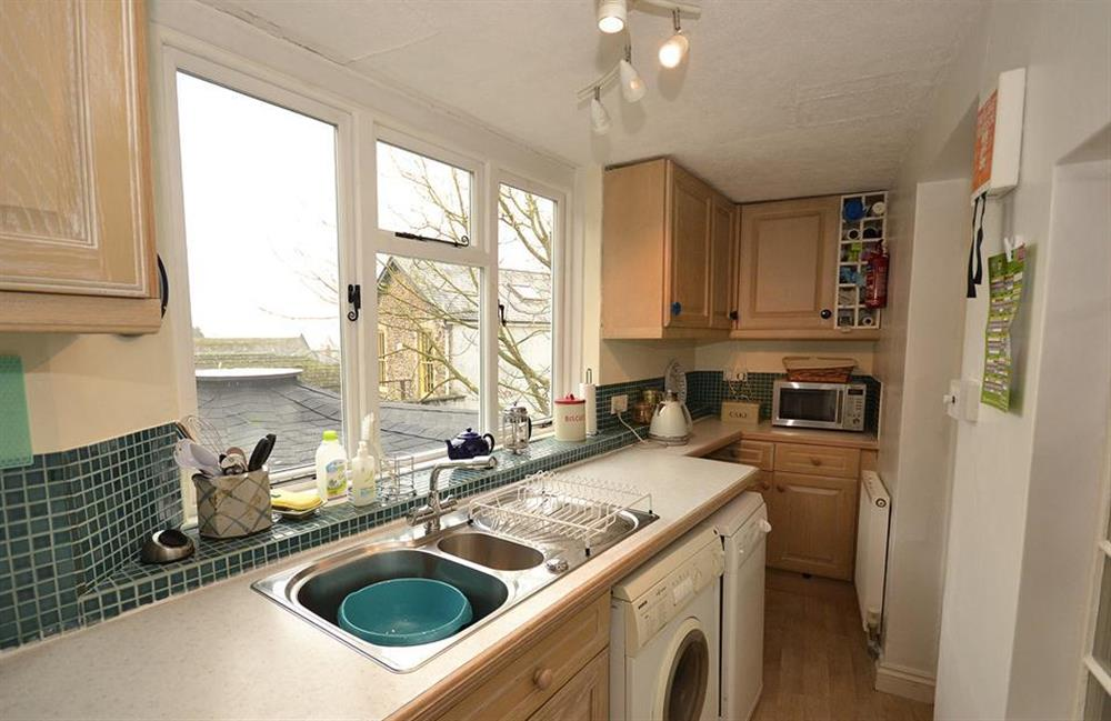 The well equipped kitchen at 4 Ramparts Walk, Totnes