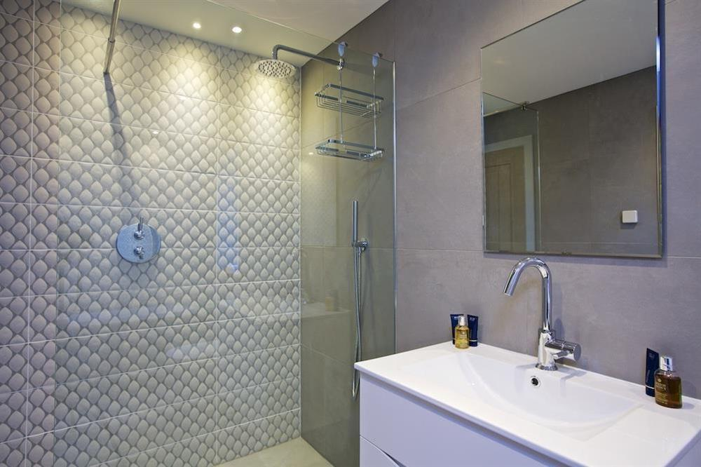 En suite with bath and walk-in shower