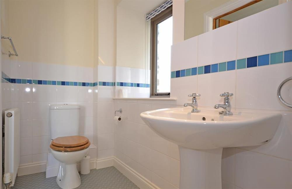 The master bedroom en suite at 5 West Hartley Barns, Blackawton