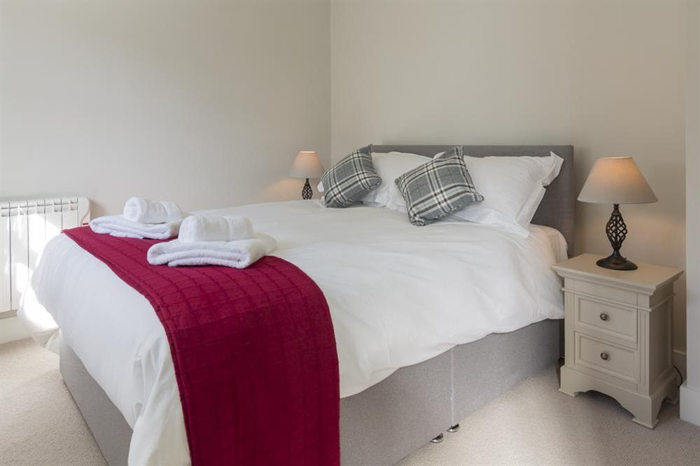 En suite bedroom with King-size bed at 6 The Manor House, Hillfield Village in , Hillfield, Dartmouth