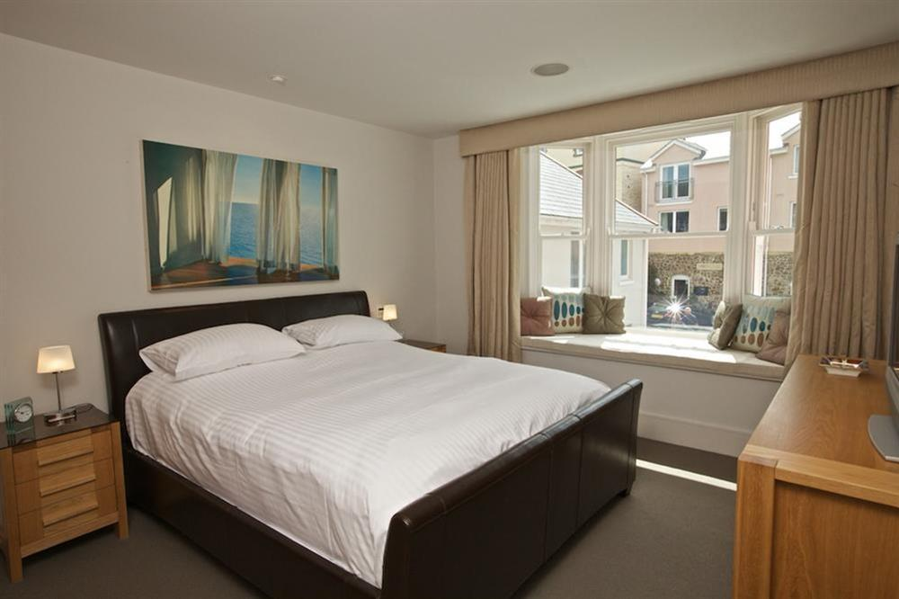 Master bedroom with leather-framed double bed (photo 2) at 7 Dart Marina in Sandquay Road, Dartmouth