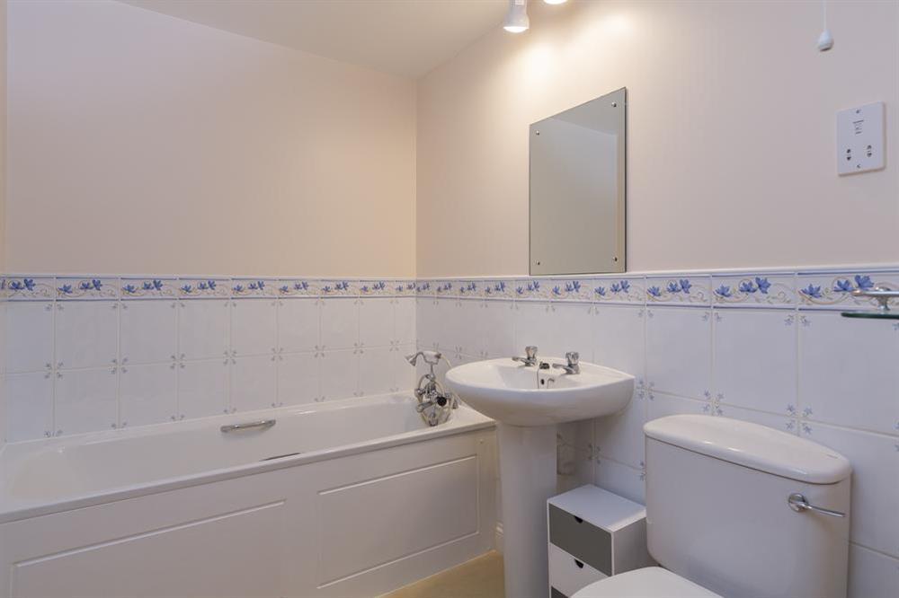 Family bathroom at 9 Dartmouth House in , Dartmouth