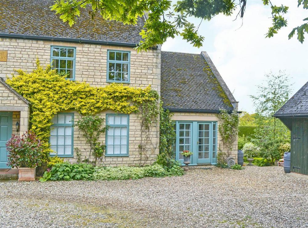 This delightful attached holiday cottage is set within the owner's peaceful grounds at Acorn Cottage in Todenham, near Moreton-in-Marsh, Gloucestershire