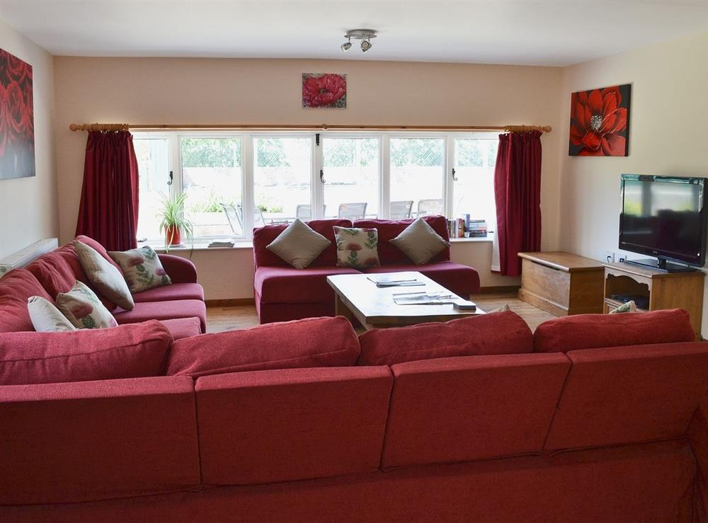 Open plan living/dining room/kitchen at Jamess Parlour,