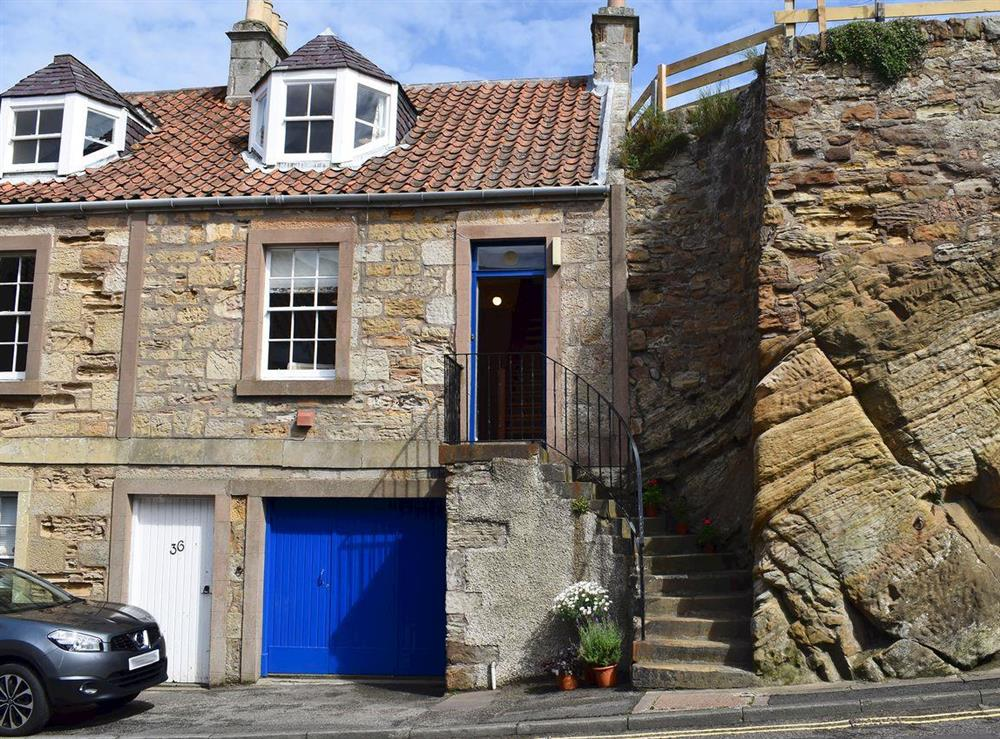 Welcoming holiday cottage at Anchor Cottage in Pittenweem, near Anstruther, Fife