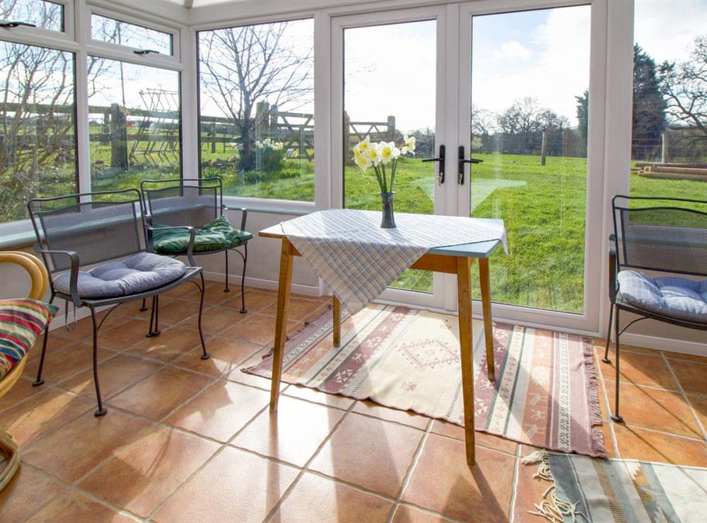 Light and airy conservatory at Anvil Cottage in Twyford, near Shaftesbury, Dorset