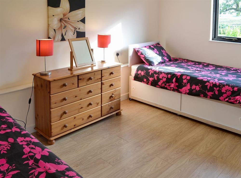 Comfortable twin bedroom at Appletree Barn in Preston, near Canterbury, Kent