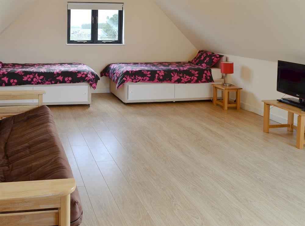Spacious twin bedroom at Appletree Barn in Preston, near Canterbury, Kent