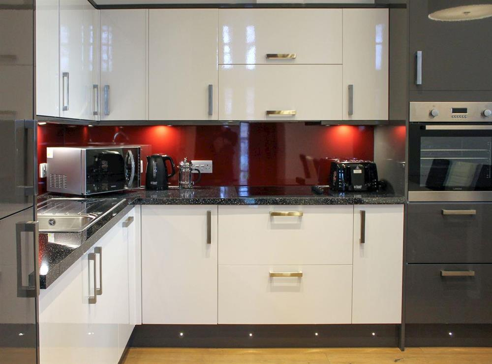 Well-equipped fitted kitchen at Apartment 2,