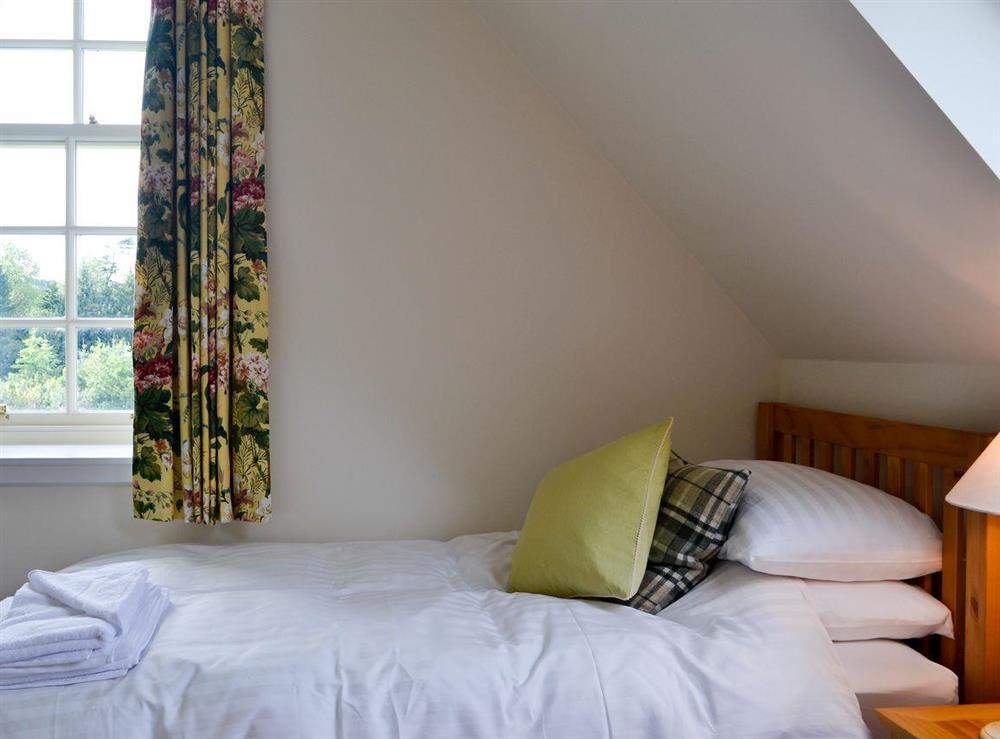 Twin bedroom (photo 3) at Grey Man,