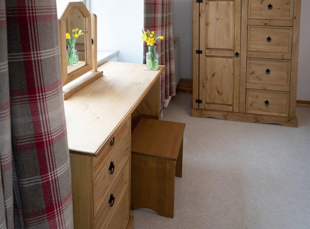 Ample storage within the en-suite double bedroom at Balloan Farm Cottage in Lairg, Highlands, Sutherland