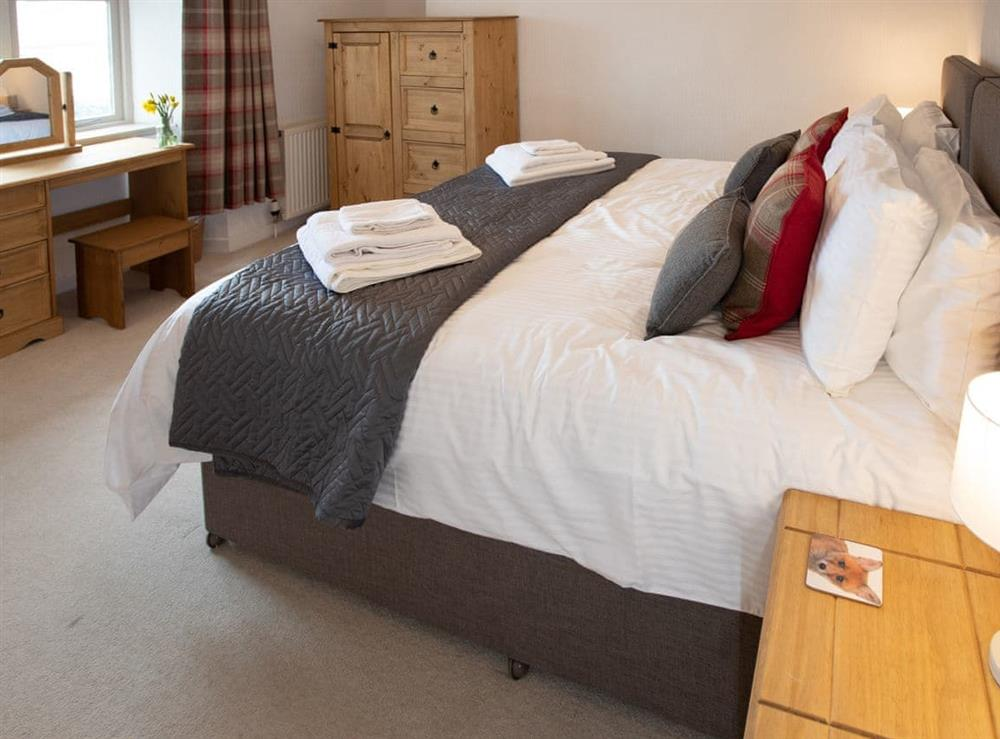 Attractive en-suite double bedroom at Balloan Farm Cottage in Lairg, Highlands, Sutherland