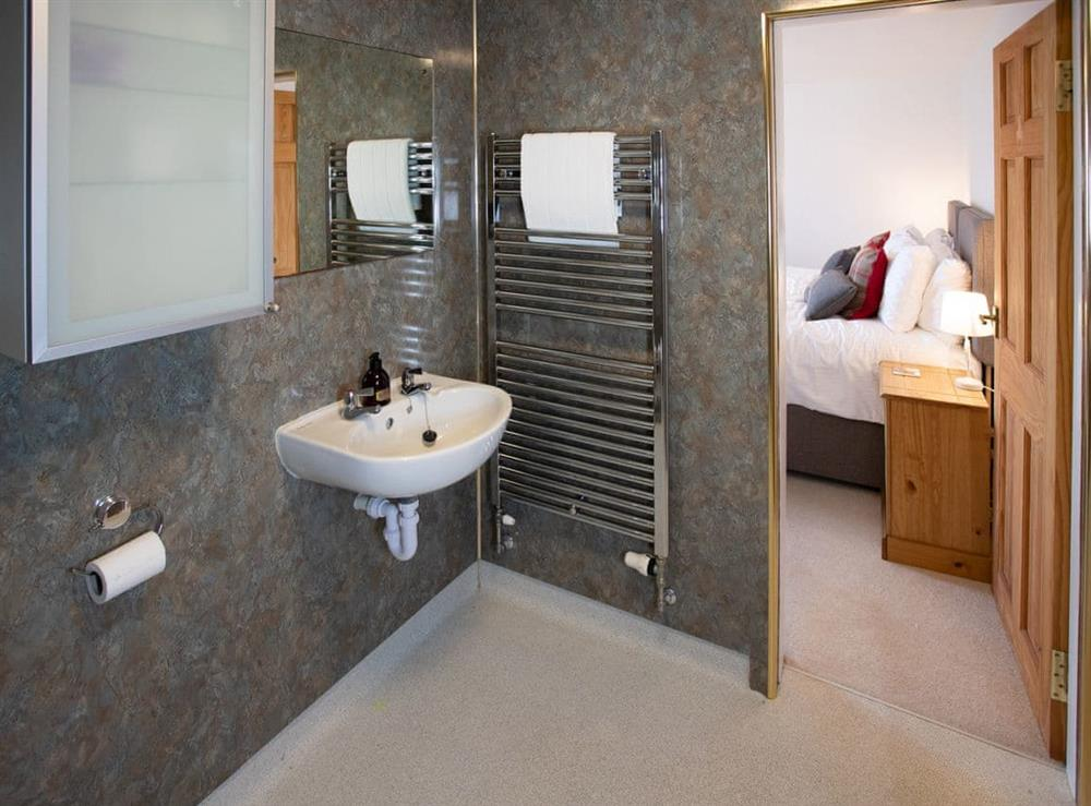 En-suite wet room with heated towel rail at Balloan Farm Cottage in Lairg, Highlands, Sutherland