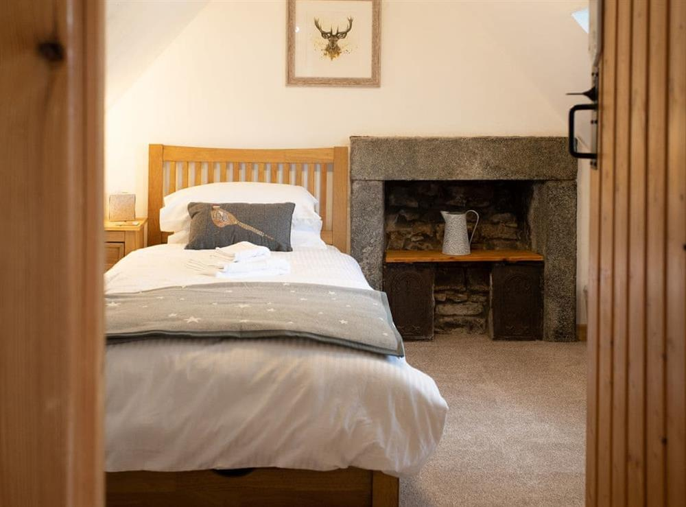 Single bedroom on first floor at Balloan Farm Cottage in Lairg, Highlands, Sutherland