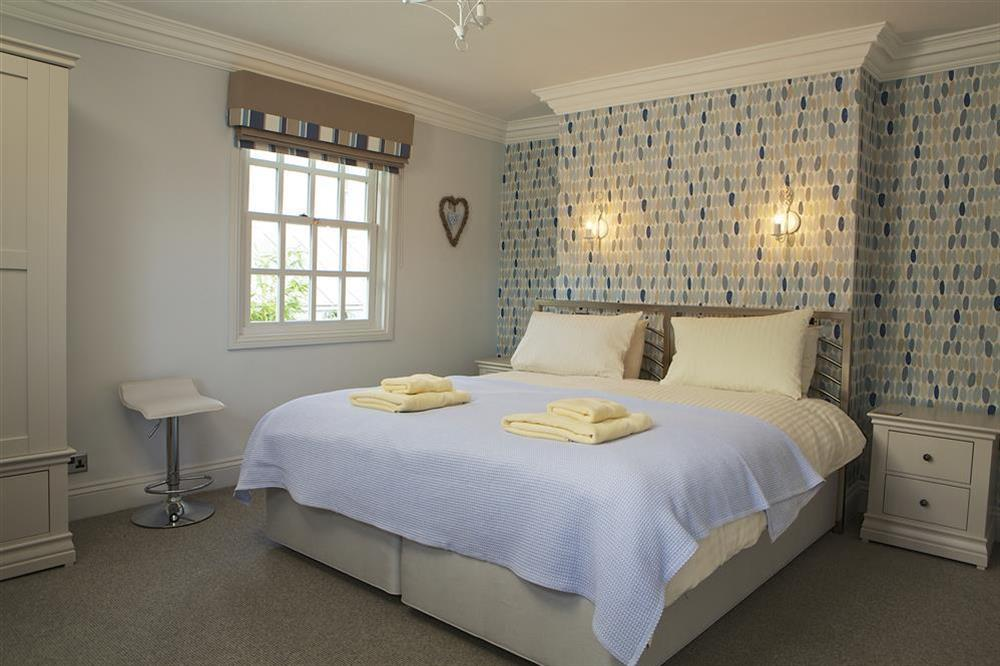 Second en suite bedroom with super-King size bed at Balmoral House in , Dartmouth