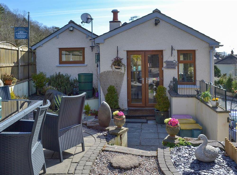 Charming canalside holiday cottage at Bankside in Bolton-le-Sands, near Carnforth, Lancashire