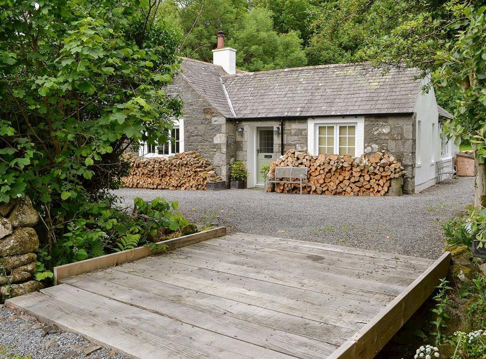 Tranquil detached stone cottage close to the River Cree at Barclye Cottage in Near Newton Stewart, Dumfries and Galloway, Wigtownshire