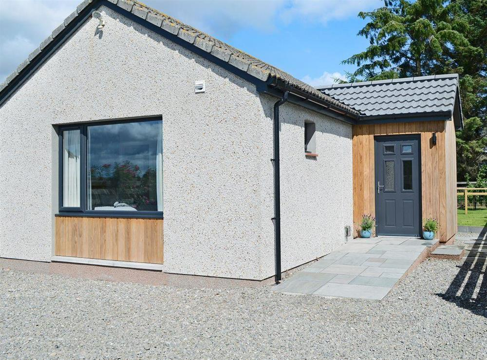 Attractive detached, single-storey cottage at Barn Owl Cottage in Newton, near Tain, Highlands, Ross-Shire